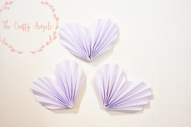 DIY accordion paper heart lov gift tags for valentines craft, accordion hearts, paper hearts, valentines day craft, valentine craft, valentines gift for her, valentines gift for her, gifting, gift packing, handmade gift tags, handmade valentines gift, handmade valentines tag, love tag, paper heart, diy paper heart, how to make heart with paper, origami paper heart, origami heart