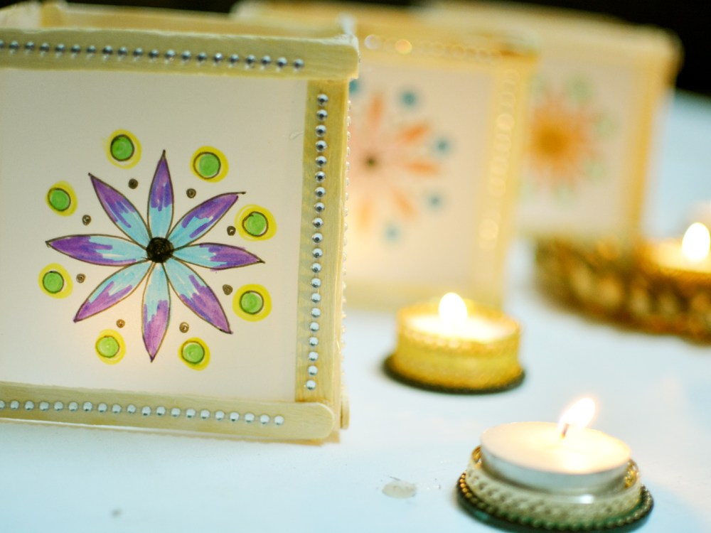 Mini Mandala diwali lanterns with popsicles, diwali craft ideas, 5 minutes craft, paper lantern for christmas, christmas lights, diy christmas lights, diwali craft, dieali ideas, diwali decoration, 5 minutes crafts, paper crafts, thecraftyangels