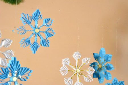 diy paper snowflake, DIY christmas crafts, DIY paper christmas craft, Indian christmas, christmas crafts, kids christmas, paper christmas tree, paper christmas activity, thecraftyangels