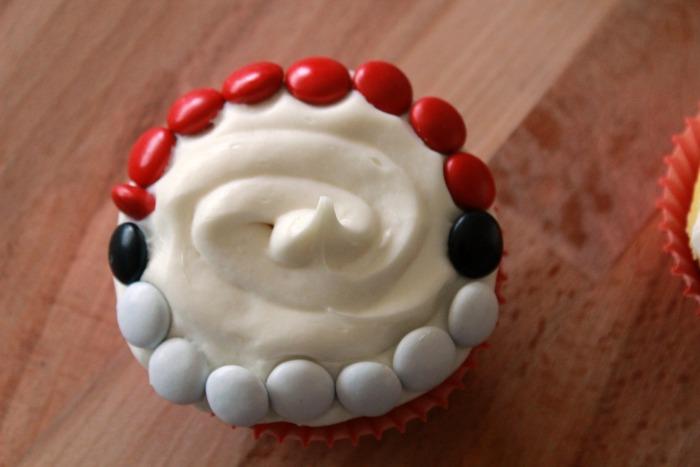 edges of cupcake