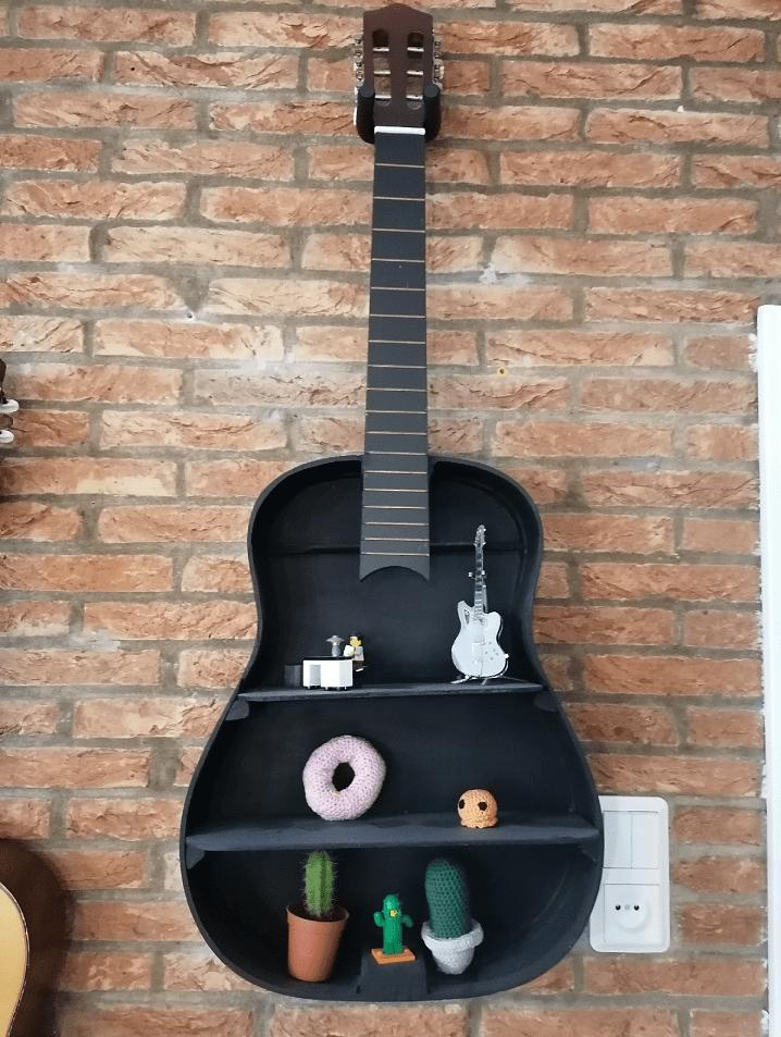Omgebouwde gitaar naar kastje