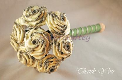 10. Zipped together by Habbercrafty flower bouquet