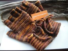 Shoogly Beads knits gloves