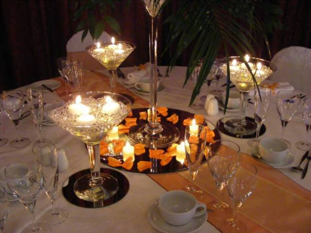 6. AM FLOWERS PROFESSIONAL FLORISTS, VENUE AND EVENT DRESSING table setting