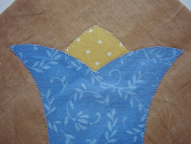 blue tulip top close