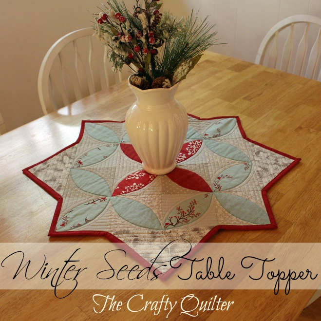 Christmas table topper tutorial @ The Crafty Quilter