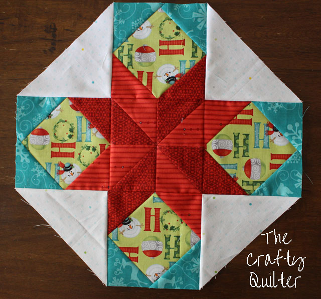 Christmas version of Cookie Plate Crumb Catcher @ The Crafty Quilter