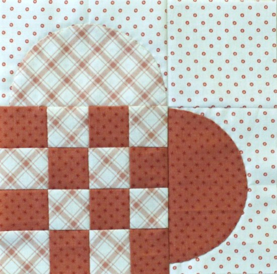 Woven Heart Block Tutorial @ The Crafty Quilter. No curved piecing in this block, just an easy applique method that will give you perfect hearts!