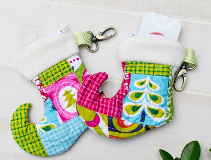 Christmas Stocking Zipper Pouch Tutorial @ Sew Can She