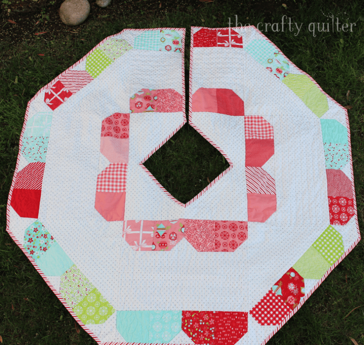 Charm Pack Tree Skirt pattern by Fat Quarter Shop.  Made by Julie Cefalu @ The Crafty Quilter