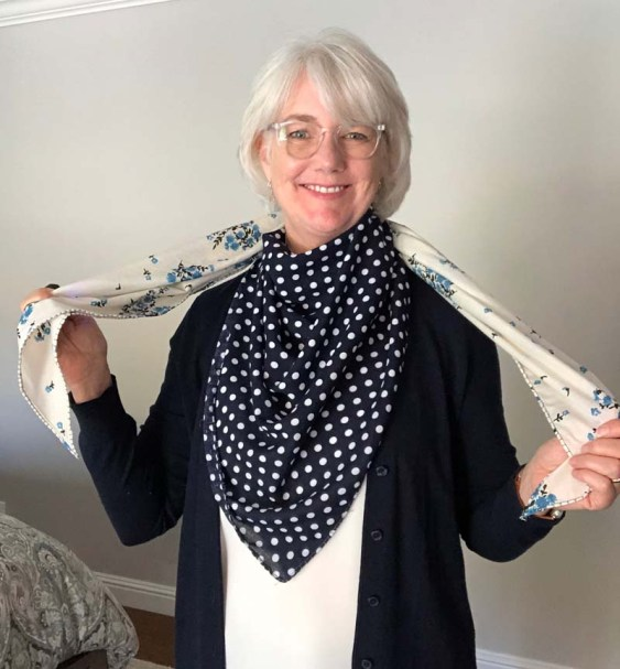 Fabric Triangle Scarf Tutorial @ The Crafty Quilter.  This is a really cute scarf that is simple to make!
