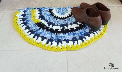 T-shirt yarn rag rug - eco crochet ideas