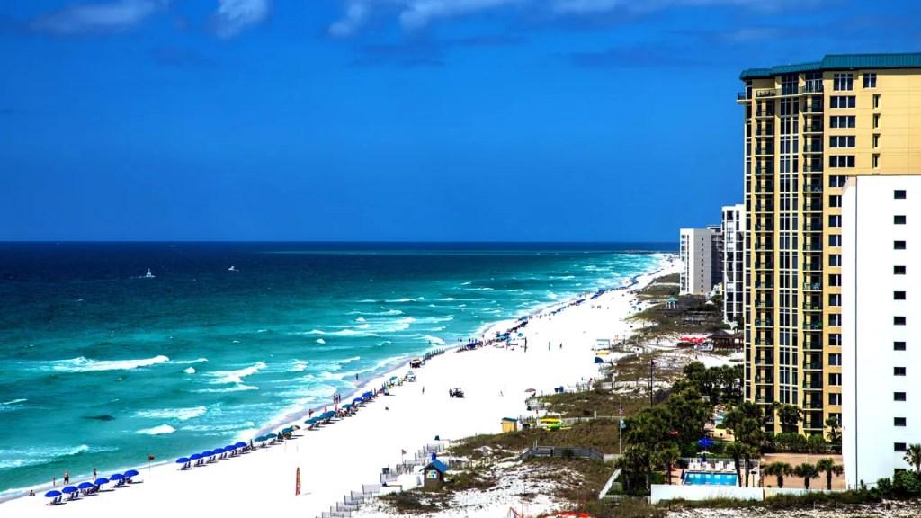 Beautiful white sand beaches of Destin Florida