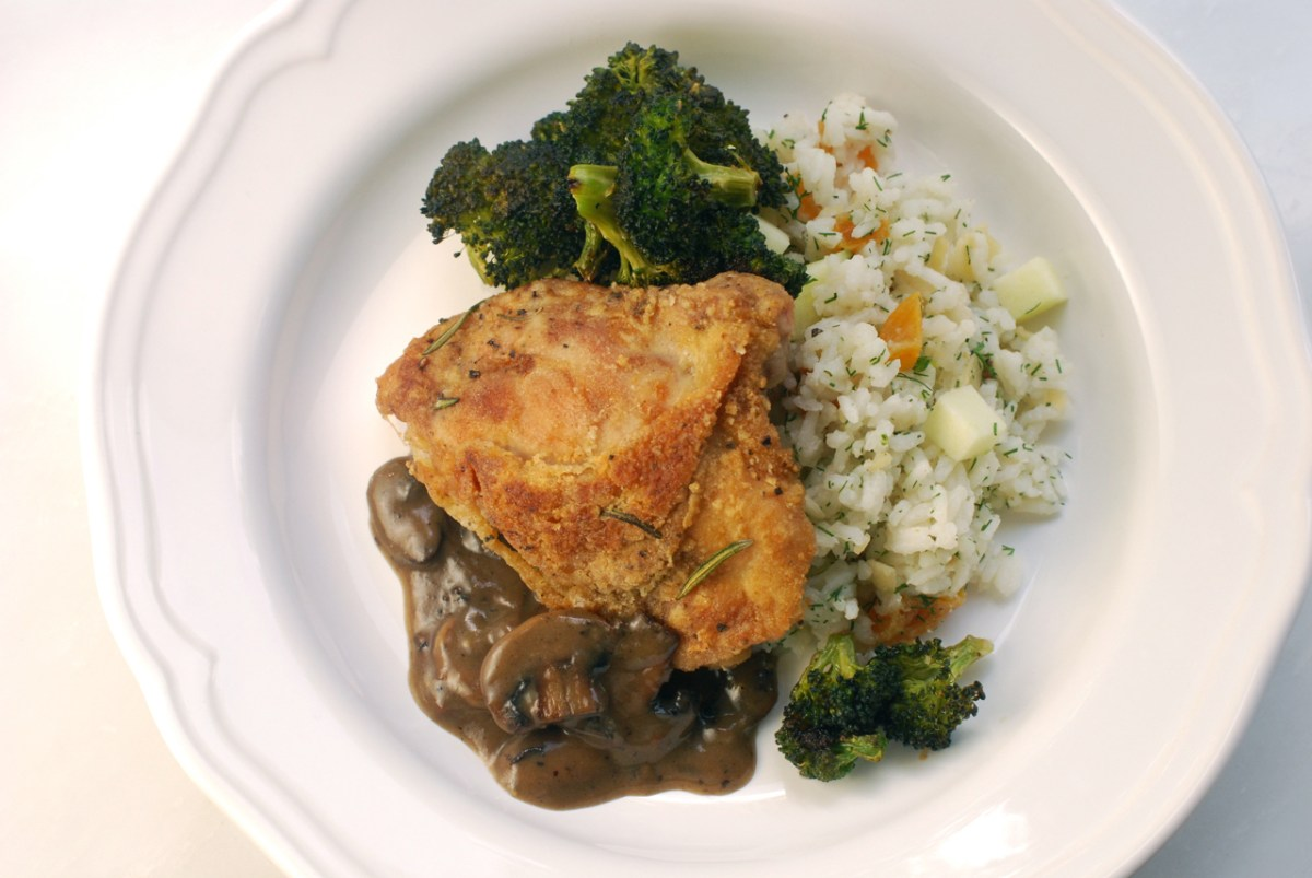Crispy Chicken Thighs with Broccoli and Mushrooms
