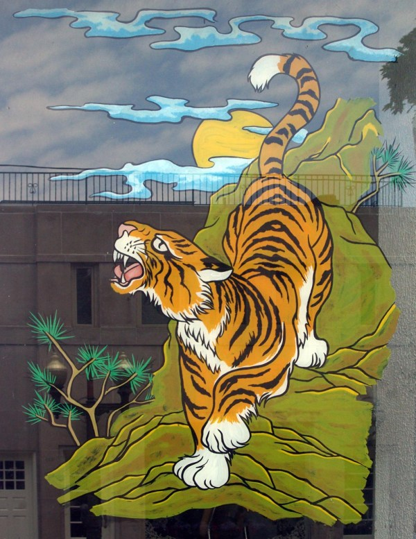 art of tiger painted on window
