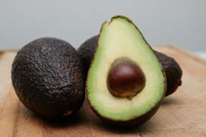 Read more about the article Avocado Shampoo and Conditioner Review – Does Avocado Hair Oil Work?