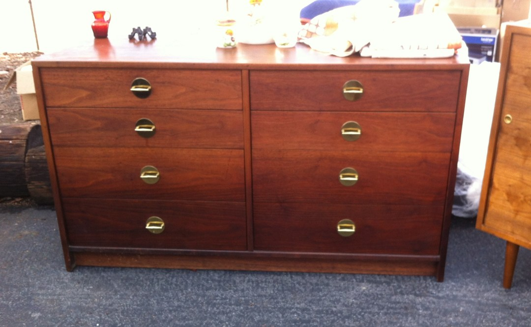 $650 for a retro chic dresser with perfect pulls.  I just love those pulls!!
