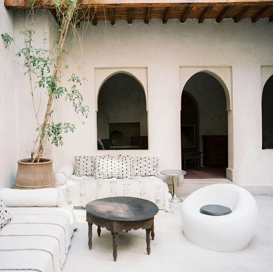 Moroccan-Wedding-Blanket-Handira-White-Outdoor-Patio