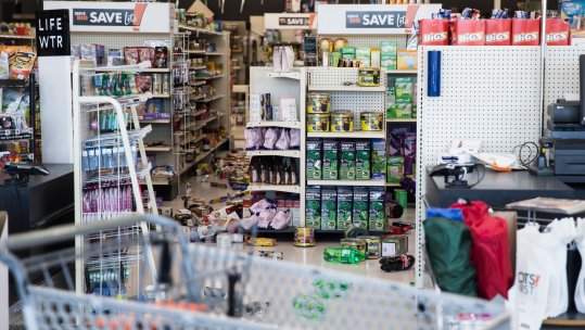 Effect of the quake in a retail store (Photo-The New Yyork Times)