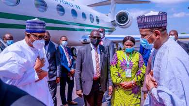 Buhari being welcomed by his Malian counterpart on Thursday