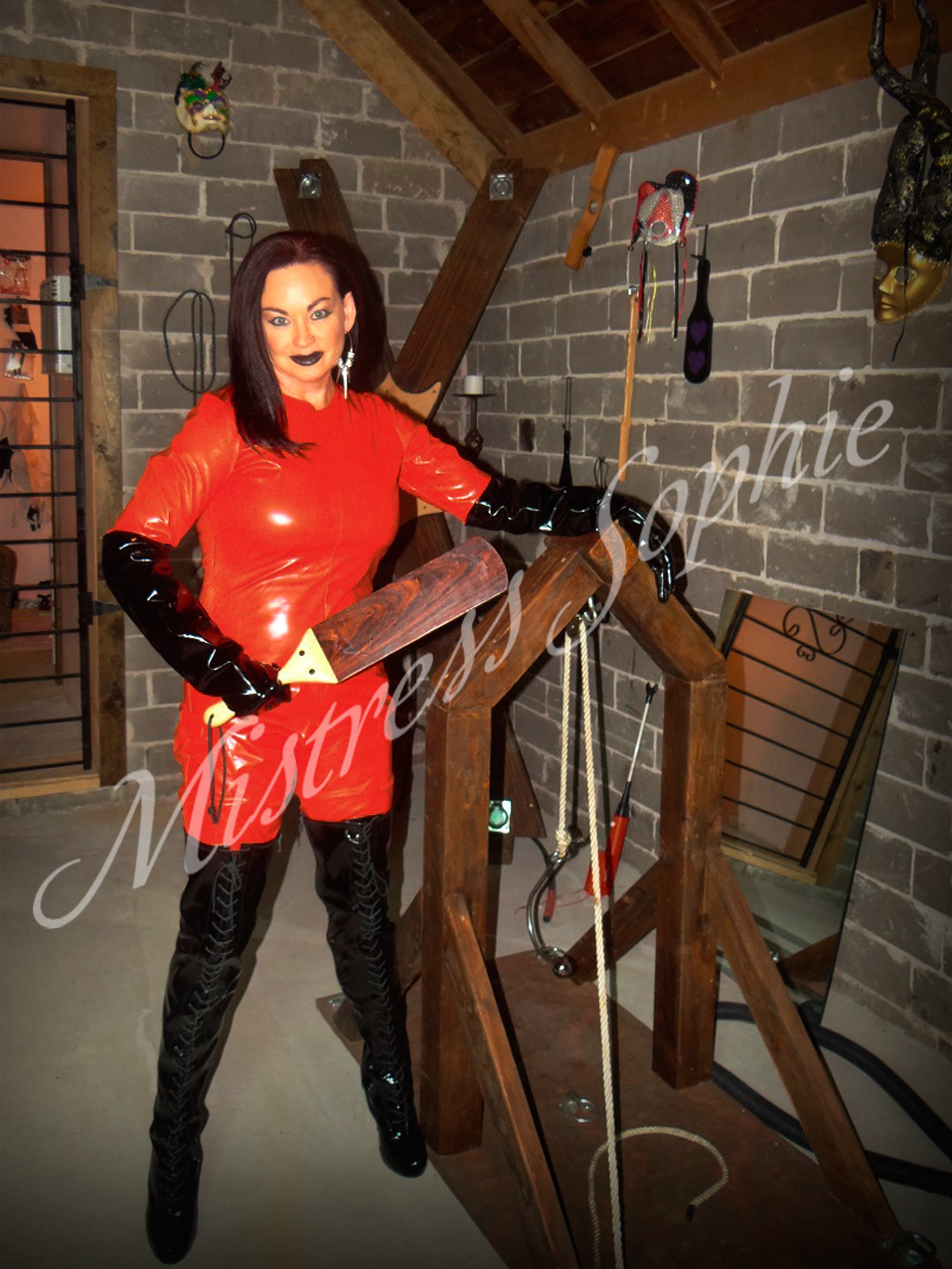 Gallery  About Mistress SophieAbout Mistress Sophie