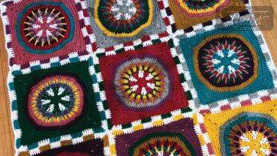 Crochet Poker Chip Blanket + Tutorials