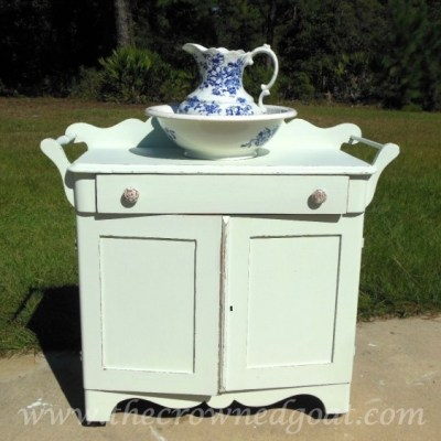 Washstand Makeover with DIY Chalk Inspired Paint Recipe