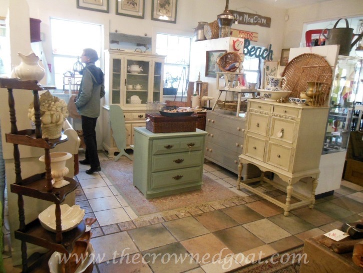 021715-14 A Few Smalls and an ASCP French Linen Dresser Makeover Painted Furniture Vendor Spaces