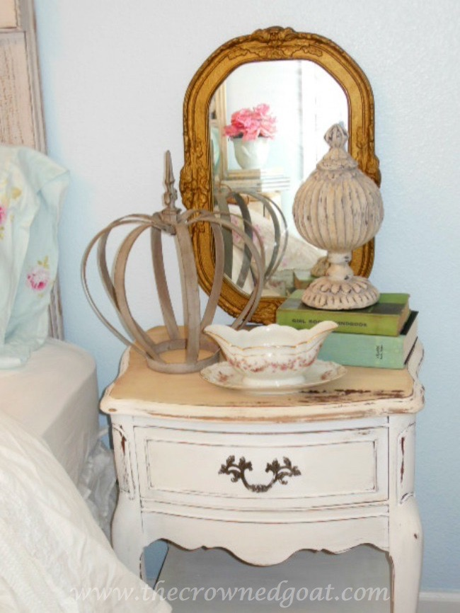 Using Vintage Mirrors on a Bedroom Nightstand - The Crowned Goat - 071515-5