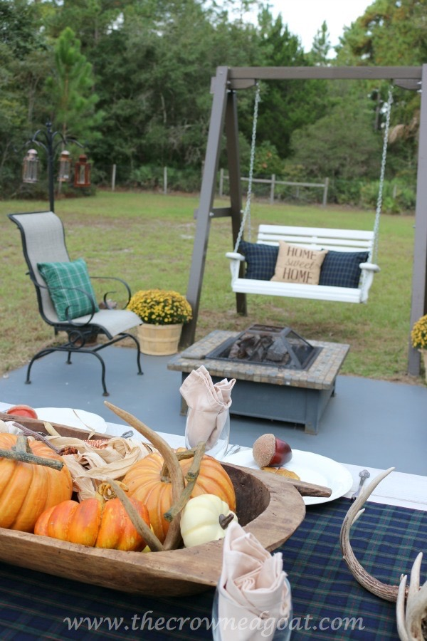 102215-13 Outdoor Entertaining: Fall Inspired Back Patio Decorating Fall Holidays