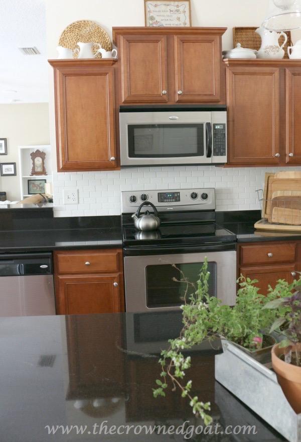 012716-7 7 Time Saving Kitchen Cleaning Tips Organization