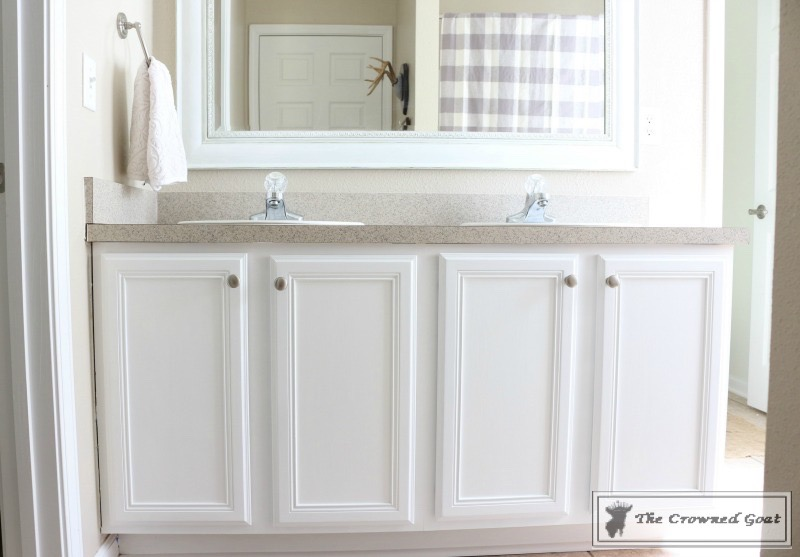 072216-21 Painting a Bathroom Cabinet with General Finishes Milk Paint DIY Painted Furniture