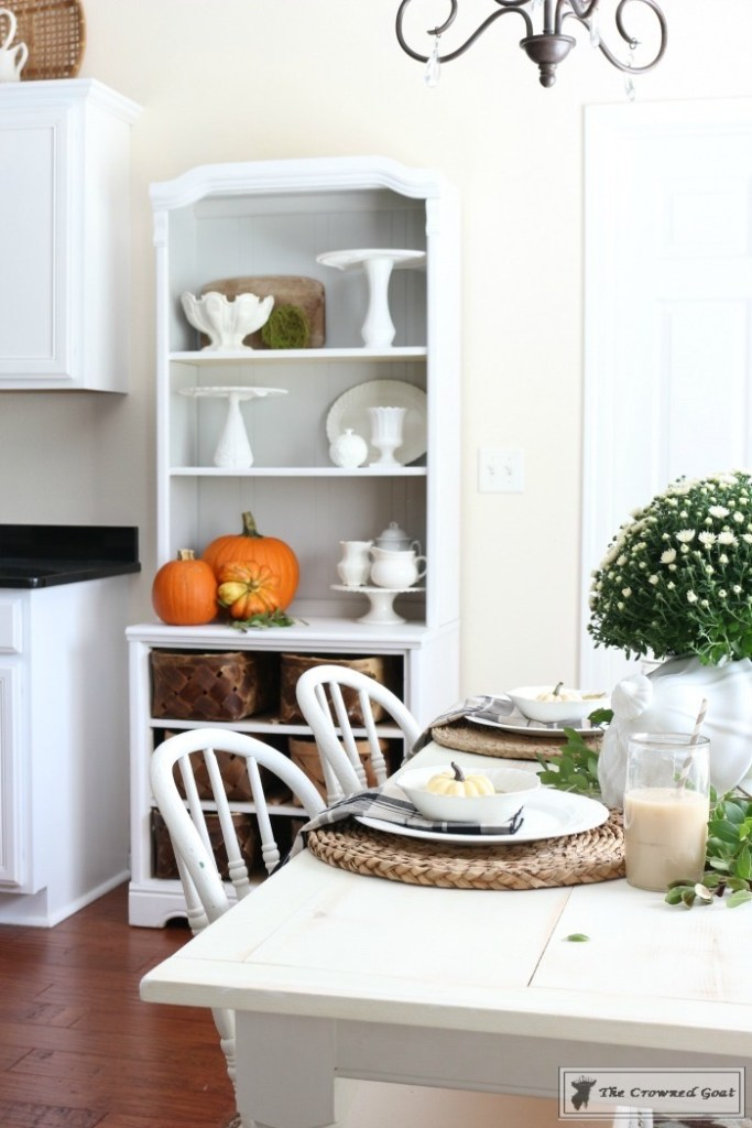 fall-decorating-in-the-breakfast-nook-13