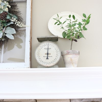 The Busy Girl's Guide to Fall Decorating: Mantel & Living Room