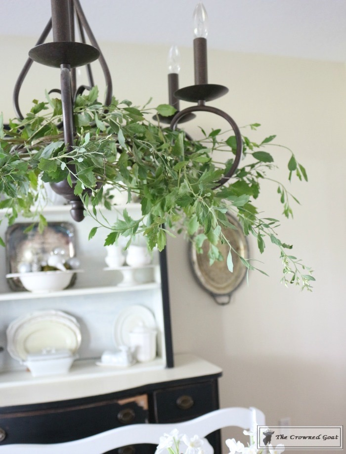 simple-holiday-chandelier-with-greenery-6