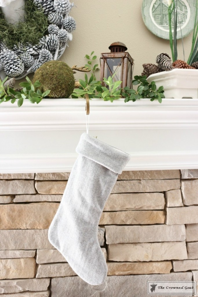 nature-inspired-christmas-mantel-3