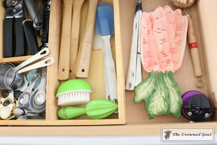 Easy-Ways-to-Keep-the-Kitchen-Clean-and-Organized-4 11 Ways to Clean, Organize & Maintain Your Kitchen DIY Organization