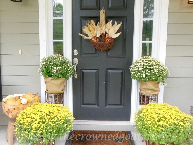 Easy-Fall-Door-Decor-Ideas-3-1 Fall Wreaths & Autumn Inspired Door Décor DIY Fall Holidays