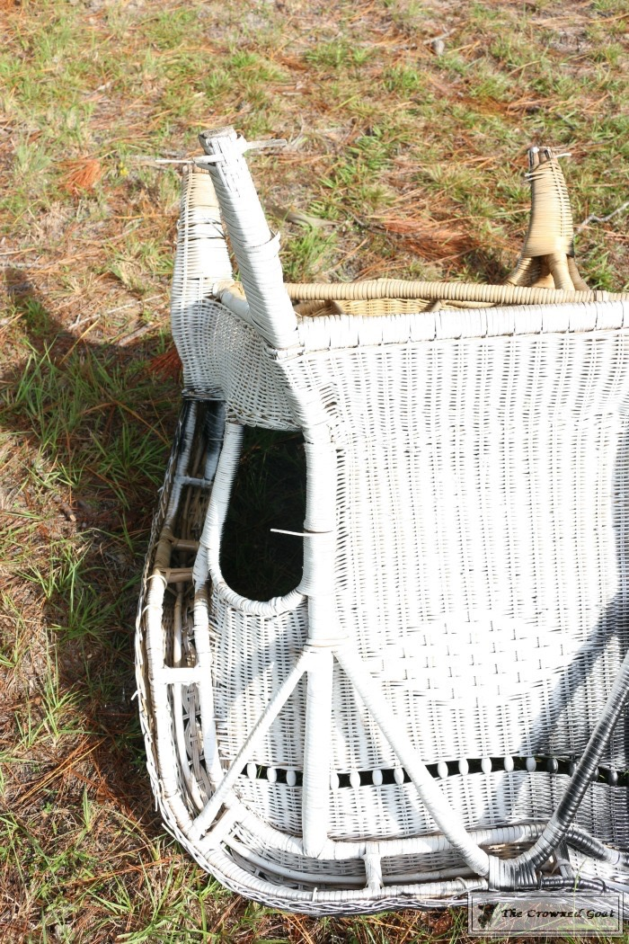 How-to-Spray-Paint-Wicker-Furniture-The-Crowned-Goat-6 How to Spray Paint Wicker Furniture DIY Painted Furniture