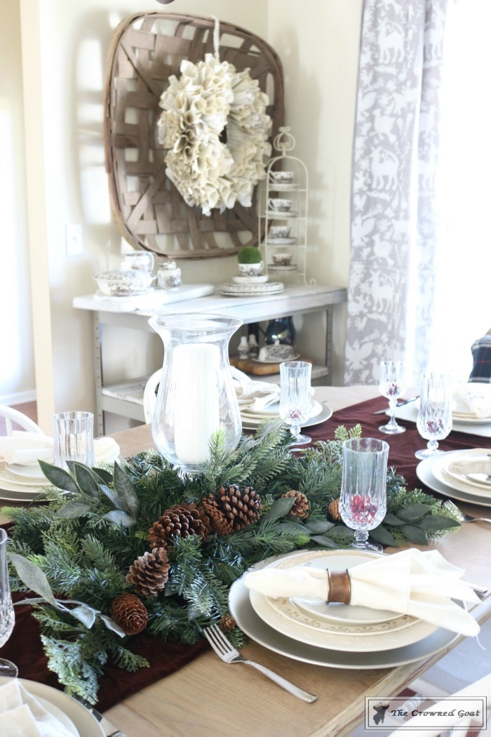 Christmas-Decorating-Tips-For-The-Dining-Room-The-Crowned-Goat-6 9 Christmas Decorating Tips for the Dining Room Uncategorized