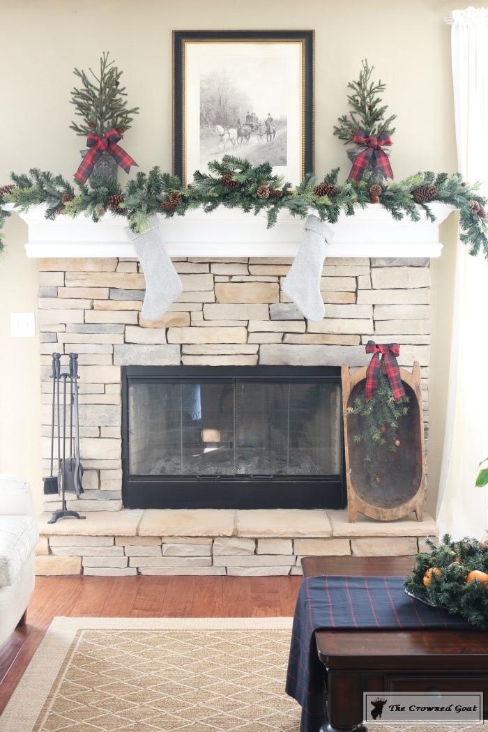Christmas-Living-Room-Decorating-Inspiration-The-Crowned-Goat-13 Christmas Inspiration in the Living Room Christmas
