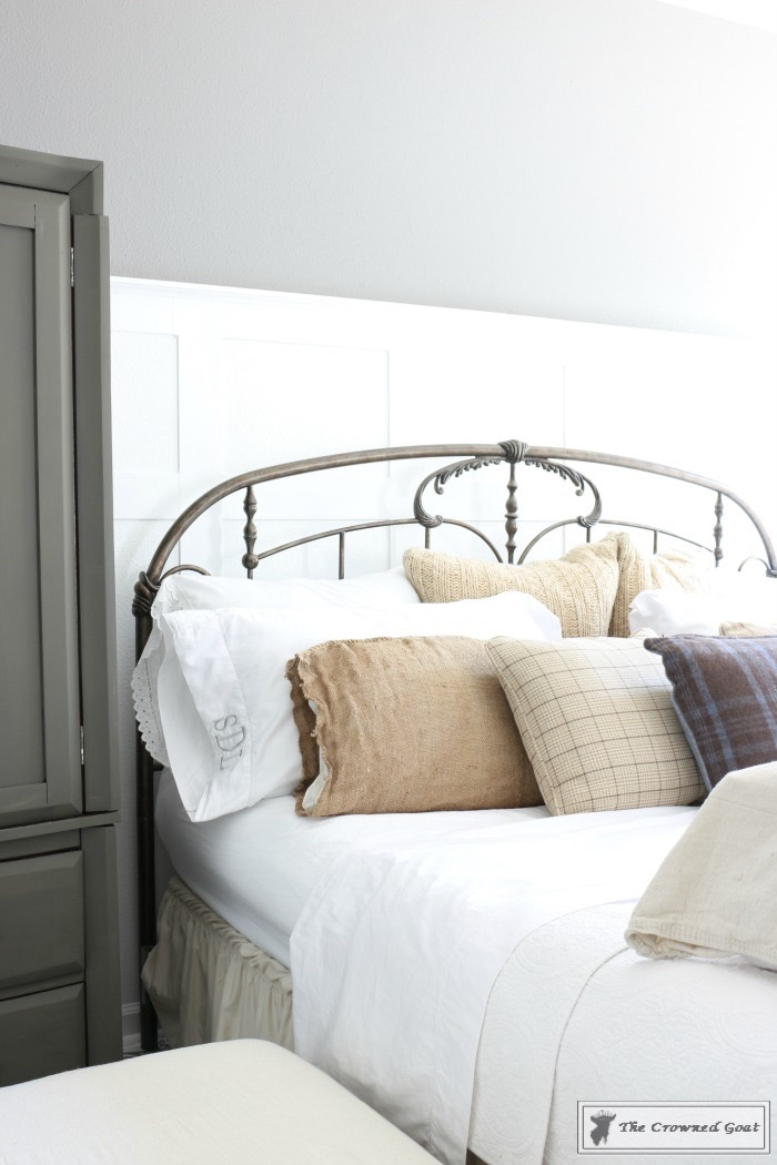 How-to-dress-up-your-bed-for-the-holidays-The-Crowned-Goat-7 How to Dress Up Your Bed for the Holidays Christmas Decorating Holidays