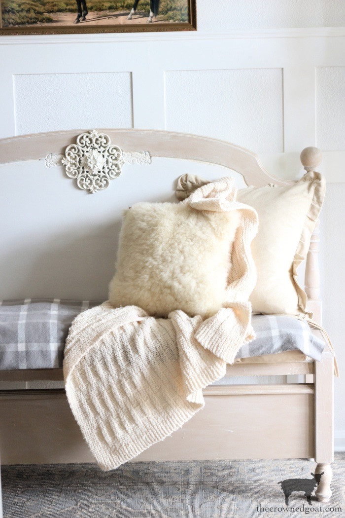 Simple-Winter-Decorating-Ideas-The-Crowned-Goat-9-1 8 Simple Winter Decorating Tips Decorating Holidays