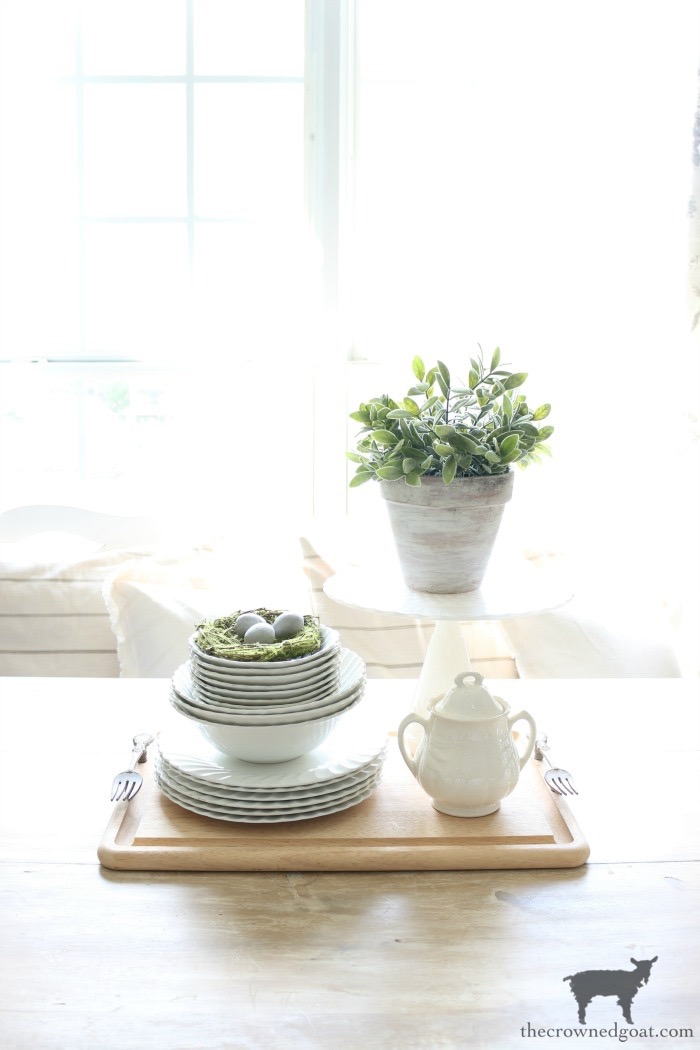 How-to-Create-Easy-Table-Vignettes-The-Crowned-Goat-3 Easy Tabletop Vignette Ideas Decorating DIY