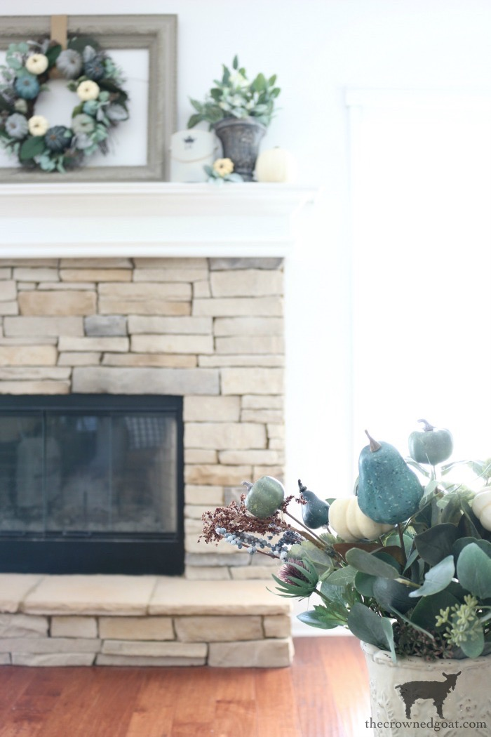 Fall-Inspired-Living-Room-Mantel-The-Crowned-Goat-3 Fall Inspired Living Room and Mantel Decorating DIY Fall