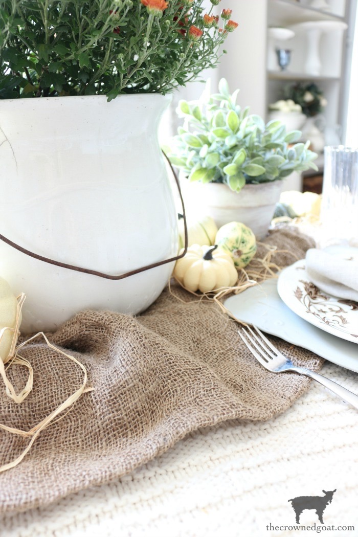 Festive-Fall-Tablescape-Tips-The-Crowned-Goat-4 5 Easy Tips for a Festive Fall Tablescape Decorating Fall