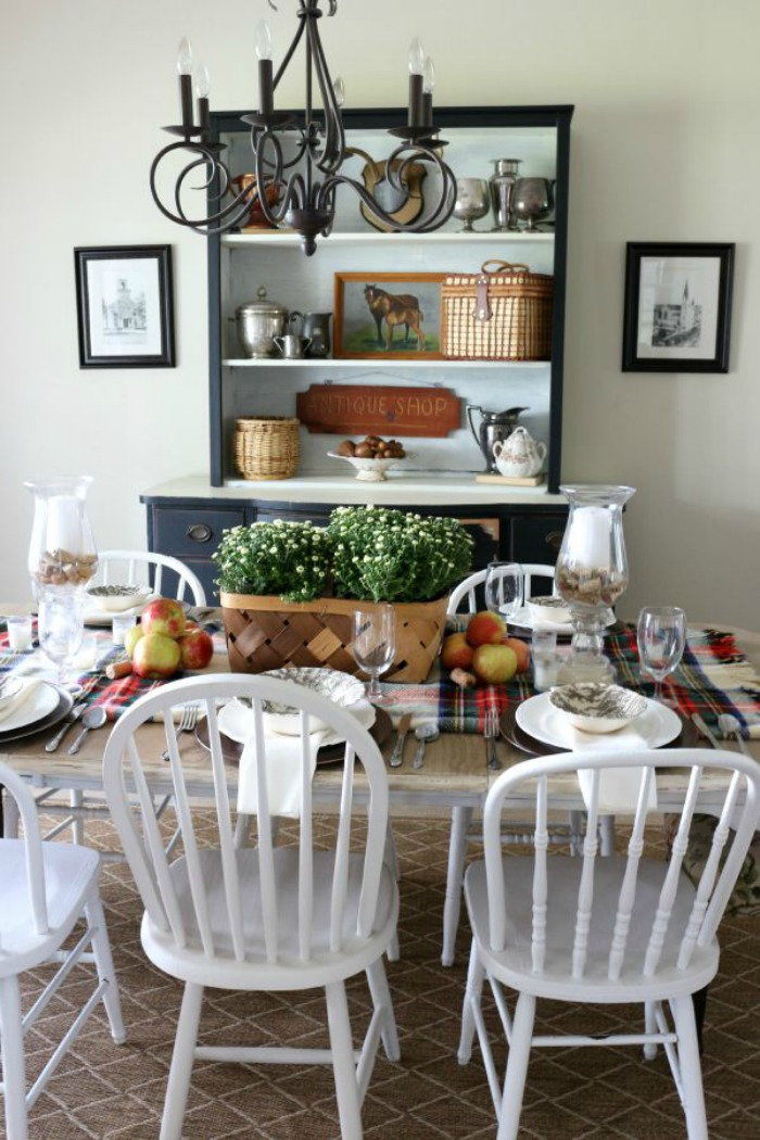 Decorating-with-Baskets-for-Fall-The-Crowned-Goat-7 15 Ways to Decorate with Baskets for Fall Decorating DIY Fall