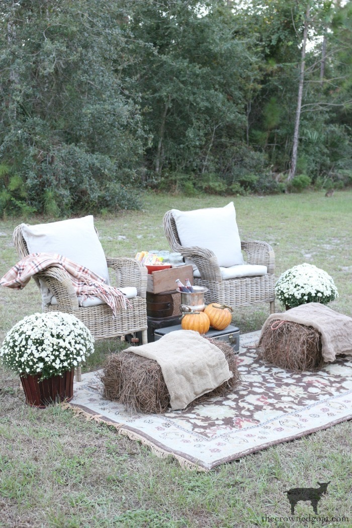 Fall-Outdoor-Movie-Night-The-Crowned-Goat-3 Outdoor Movie Night & Fall Popcorn Recipe DIY Fall