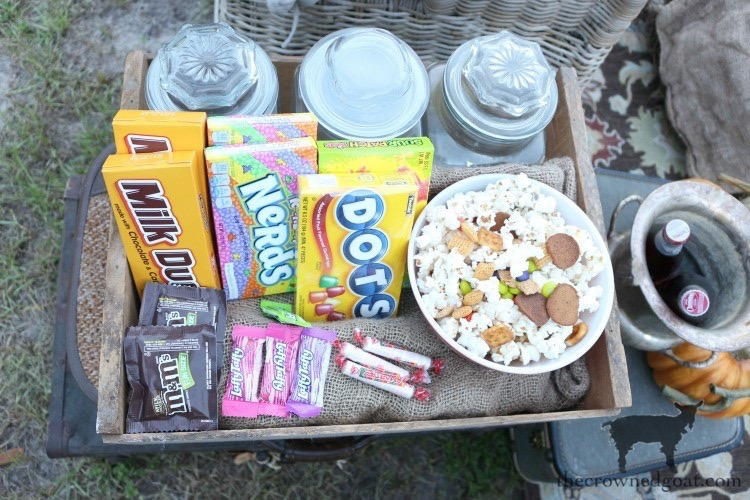 Fall-Outdoor-Movie-Night-The-Crowned-Goat-7 Outdoor Movie Night & Fall Popcorn Recipe DIY Fall