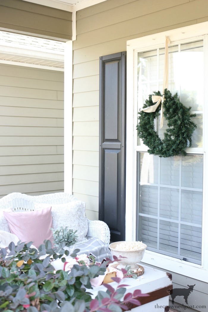 Christmas-Front-Porch-Decorating-Ideas-The-Crowned-Goat-19 Christmas on the Front Porch Christmas Holidays